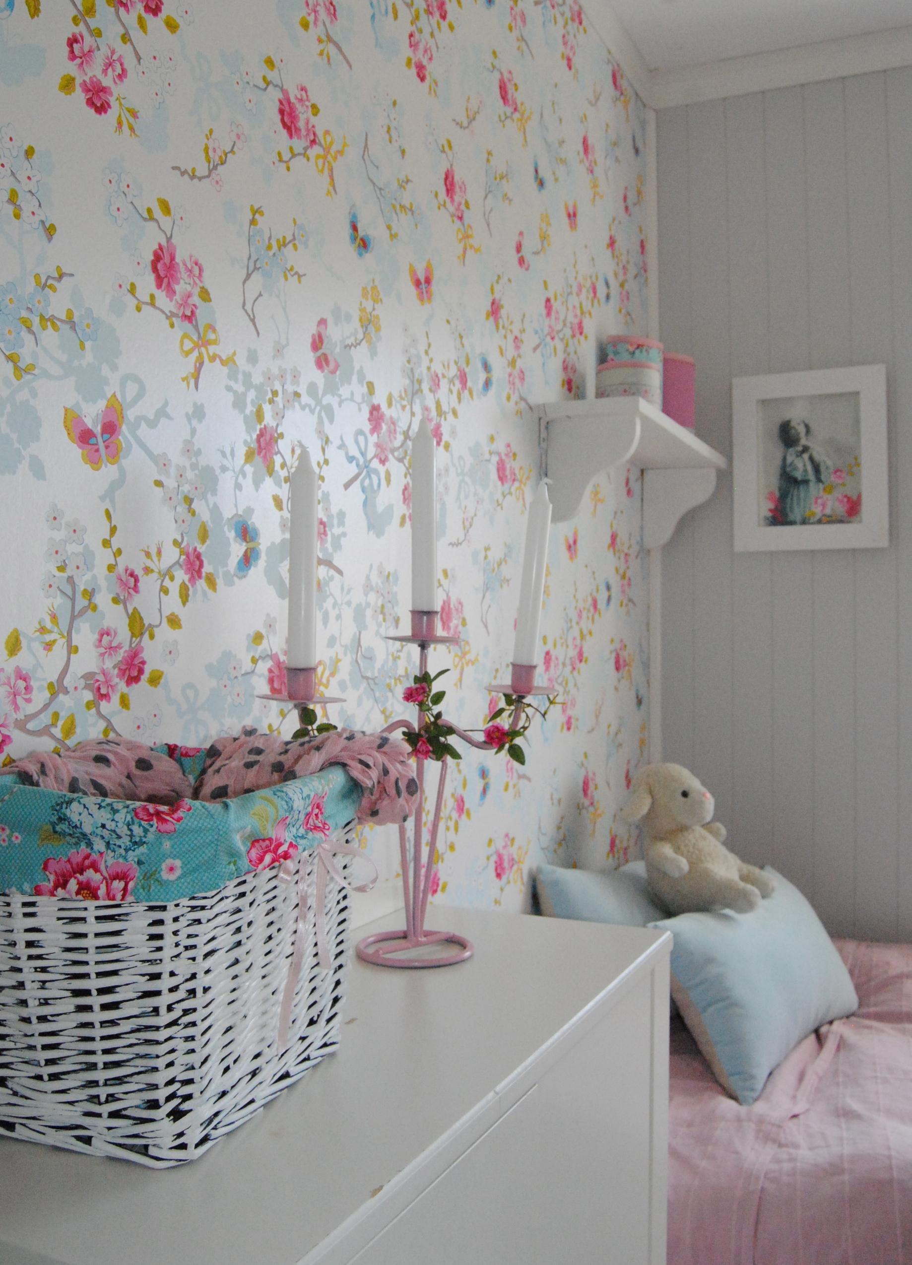 Veggord barnerom : April rosaroseblogg